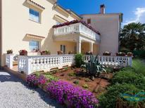 Vakantiehuis 1477673 voor 8 personen in Kremenići