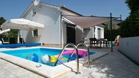 Ferienhaus 1492130 für 2 Erwachsene + 2 Kinder in Segotici
