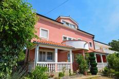 Appartement 1492609 voor 4 personen in Kremenići