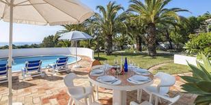 Ferienhaus 1495432 für 8 Personen in Lagoa