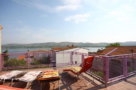 Gemütliches Ferienhaus : Region Jadrtovac für 8 Personen