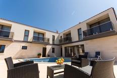 Appartement 1500406 voor 4 personen in Drvenik Veli