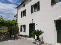 Casa de vacaciones 1504294 para 1 adulto + 4 niños en Supetarska Draga