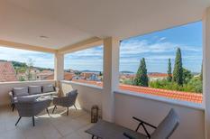Appartement 1510386 voor 5 personen in Brodarica