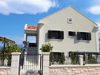 Appartement 1514518 voor 6 personen in Supetar