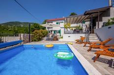 Vakantiehuis 1515408 voor 10 volwassenen + 1 kind in Hreljin