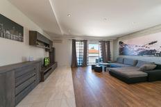 Appartement 1522995 voor 4 personen in Baska Voda
