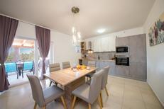 Casa de vacaciones 1525419 para 7 personas en Debeljak