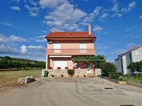 Appartement 1530128 voor 6 personen in Posedarje