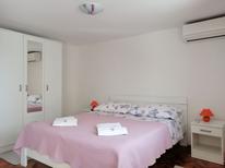 Appartement 1530131 voor 2 personen in Vrboska