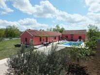 Vakantiehuis 1530469 voor 9 personen in Biograd