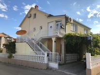 Appartement 1531580 voor 8 personen in Rastići