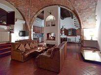 Ferienwohnung 1533370 für 8 Personen in Volterra