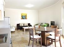 Appartement 1535131 voor 6 personen in Budva