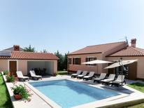 Ferienhaus 1535576 für 8 Personen in Rakalj