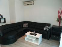 Appartement 1537053 voor 8 personen in Baska Voda
