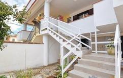 Ferienwohnung 1537733 für 4 Erwachsene + 2 Kinder in Baia Domizia