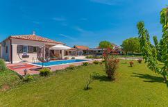 Ferienhaus 1544556 für 8 Personen in Pakovo Selo