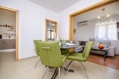 Casa de vacaciones 1546786 para 8 personas en Okrug Gornji