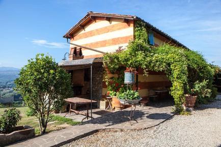 Gemütliches Ferienhaus : Region Lucca für 8 Personen