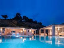 Vakantiehuis 1553375 voor 8 personen in Portocheli