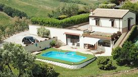 Vakantiehuis 1557615 voor 8 personen in Castelplanio