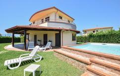 Vakantiehuis 1559363 voor 12 personen in Sangineto Lido