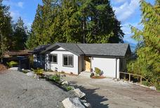 Studio 1563800 for 3 adults + 1 child in Sechelt