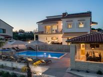 Vakantiehuis 1567855 voor 12 personen in Buići
