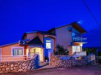 Vakantiehuis 1567858 voor 16 personen in Maslenica