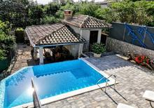 Ferienwohnung 1573985 für 5 Personen in Hlapa