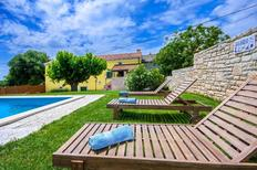Holiday home 1589716 for 10 persons in Zuzici