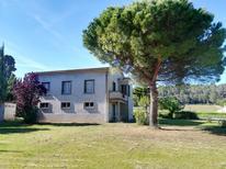 Villa 1596861 per 9 persone in Loupia