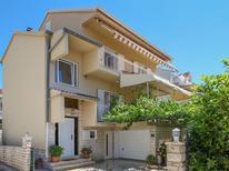 Casa de vacaciones 1599281 para 8 personas en Brodarica