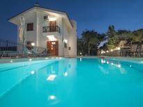 Vakantiehuis 1600169 voor 9 personen in Agia Pelagia
