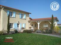 Maison de vacances 1602136 pour 10 personnes , Chalain-le-Comtal