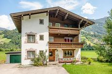 Vakantiehuis 1607244 voor 14 personen in Hippach