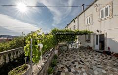 Appartement 1609103 voor 6 personen in Supetarska Draga
