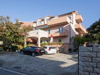Appartement 1610697 voor 4 personen in Brodarica
