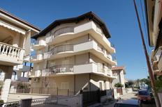 Ferienwohnung 1618730 für 6 Personen in Tortoreto Lido