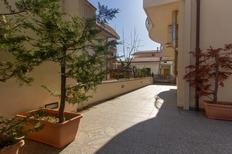 Ferienwohnung 1621994 für 6 Personen in Tortoreto Lido
