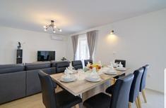 Apartamento 1637548 para 5 adultos + 4 niños en Senj