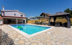 Ferienhaus 1638457 für 8 Personen in Lovrec