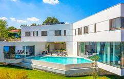 Ferienhaus 1638458 für 12 Personen in Zmijavci