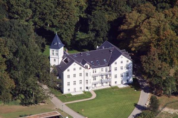 Schloss Hohen Niendorf - Gartenwohnung Besondere Immobilie