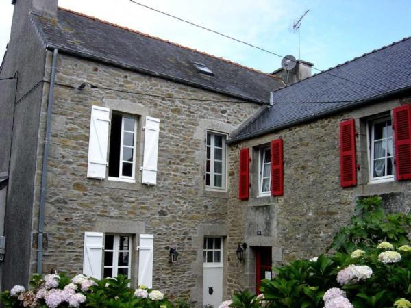 Großes bretonisches Ferienhaus im Ortskern m