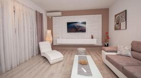 Appartement 1648435 voor 10 personen in Kastel Stafilic