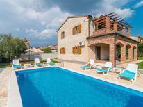 Ferienhaus 1649699 für 8 Personen in Butkovici