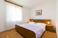 Appartement 1653326 voor 5 personen in Funtana