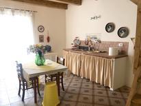 Ferienhaus 1662266 für 3 Personen in Cosenza